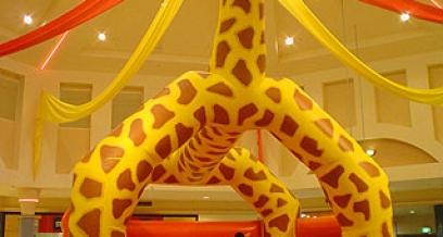 Giraffe Castle